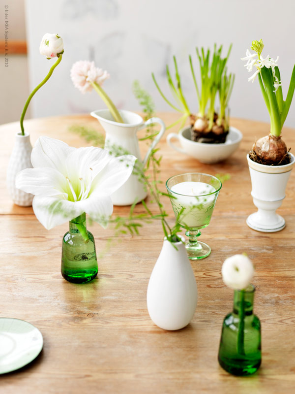 white bulbs in vases