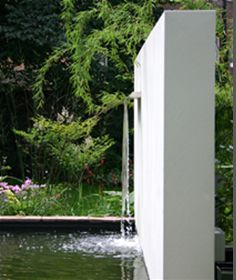 freestanding wall with water chute